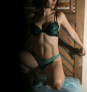 Mahlia happy ending massage in West Chicago Illinois, escort girl