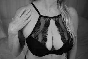 Nasrine escort girls in Brunswick and tantra massage