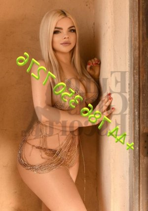 Ahmel live escorts & thai massage