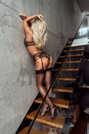 Izzie nuru massage and live escort