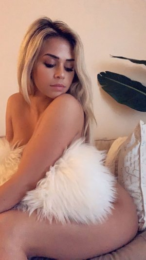 Nurselin escort girl in Hopewell VA and thai massage