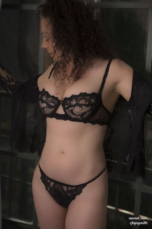 Mae-li nuru massage in Marquette Michigan & escort